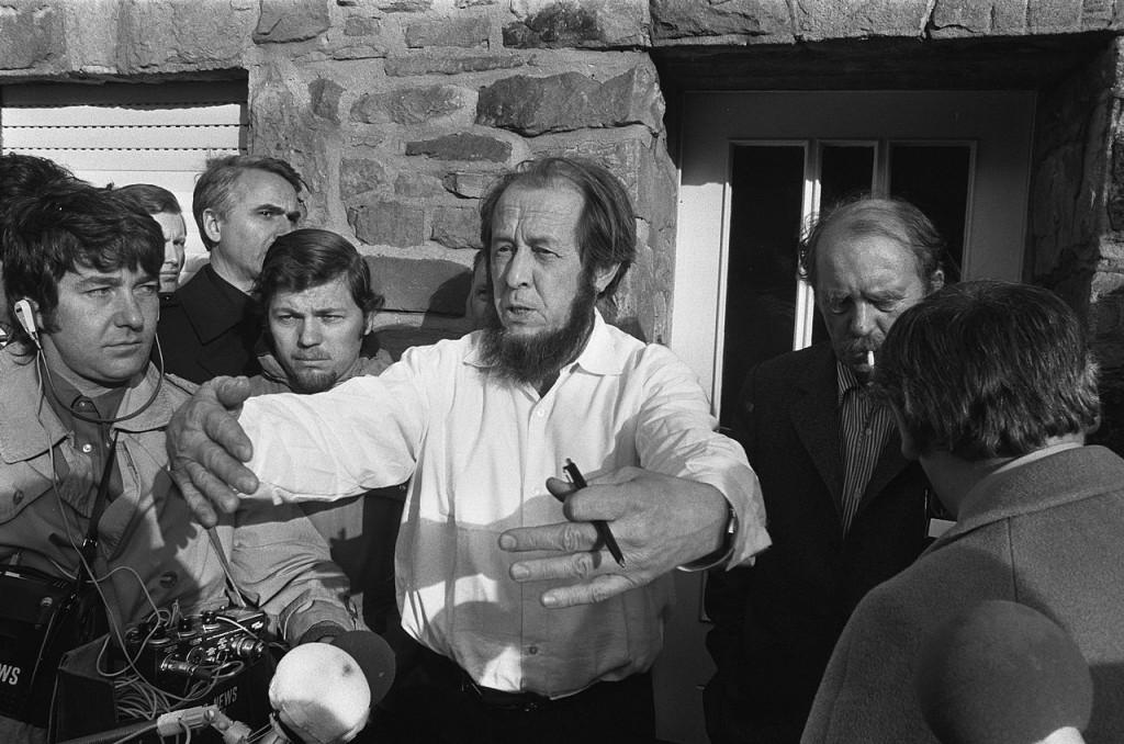 Aleksandr_Solzhenitsyn_1974b (1)