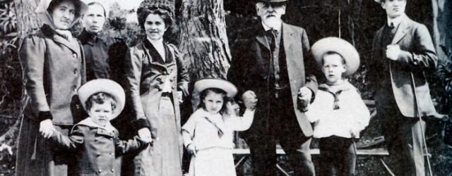 А.С.Мамонтова (первая слева) и Савва Мамонтов с детьми Веры - Сережей, Лизой и Юрием в Италии. 1910 год
