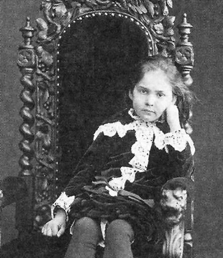 Фотография Верочки в детстве