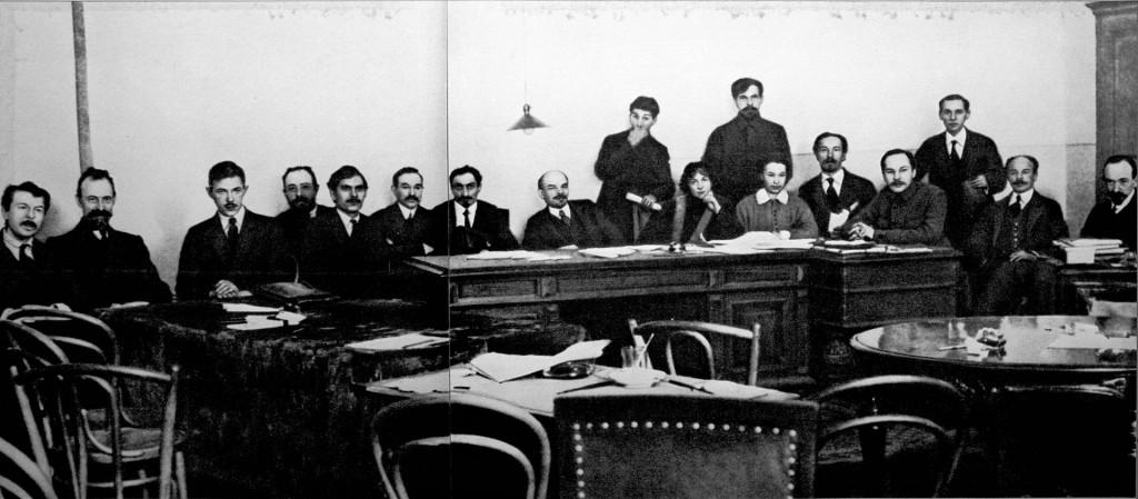 1920px-sovet_narodnyh_komissarov_-lenin-_shtejnberg-_komkov-_bonch-bruevich-_trutovskij-_1918